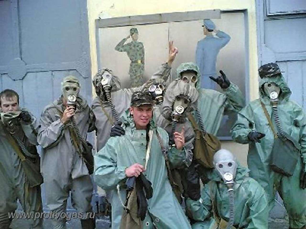 Костюм химзащитный армейский ОЗК. Противогаз ракетчика ШМС